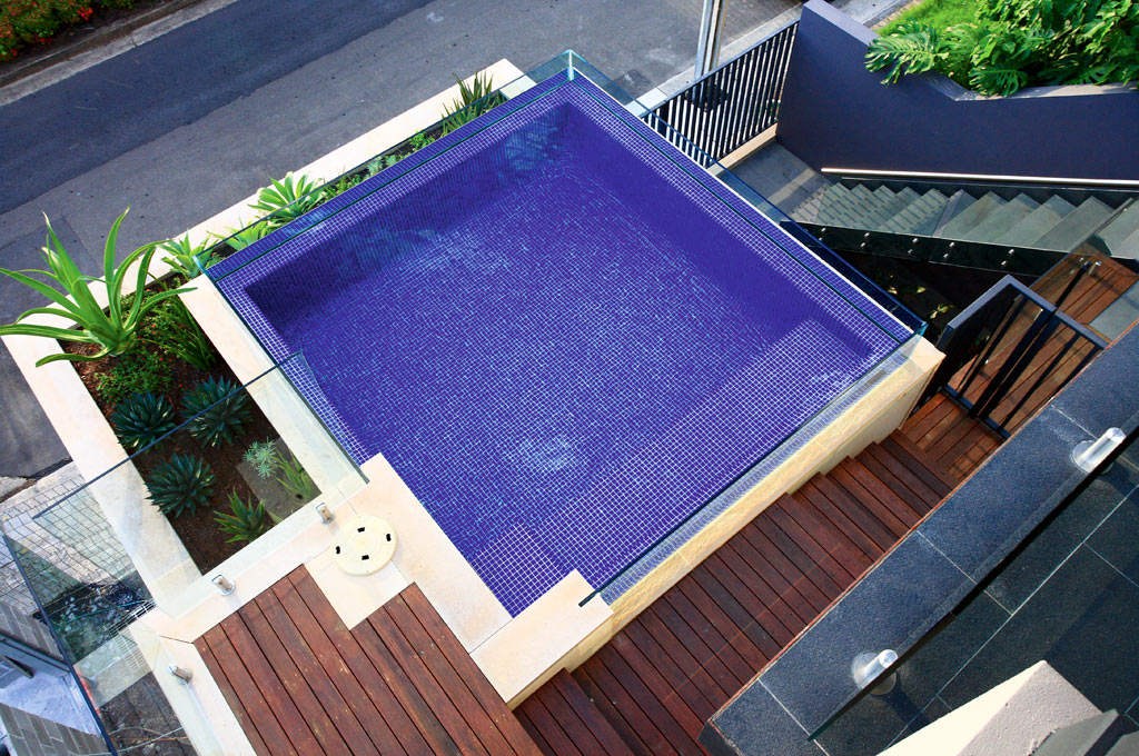 Fully-tiled Spa Pool – McMahon's Pt